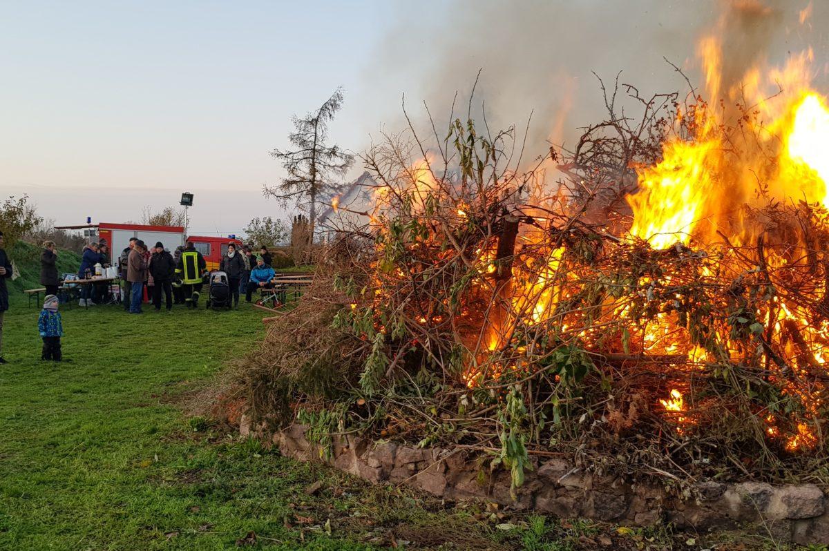 Martinsfeuer in Fraßdorf  – war auch 2019 wieder gut besucht